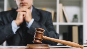Разъяснение Комиссии ФПА РФ по этике и стандартам по вопросу осуществления судебного представительства лицом, статус адвоката которого приостановлен.
